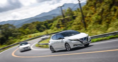 Nissan Leaf Pic Open